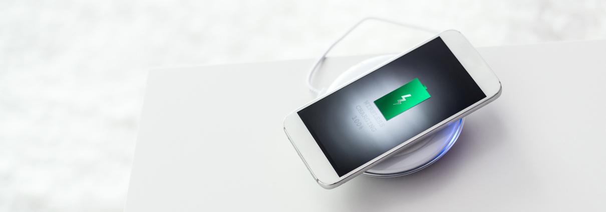 Ładowanie indukcyjne smartfona wszystko o bezprzewodowym