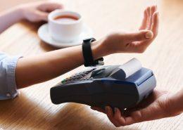 Jaki smartwatch z NFC do płatności zbliżeniowych?