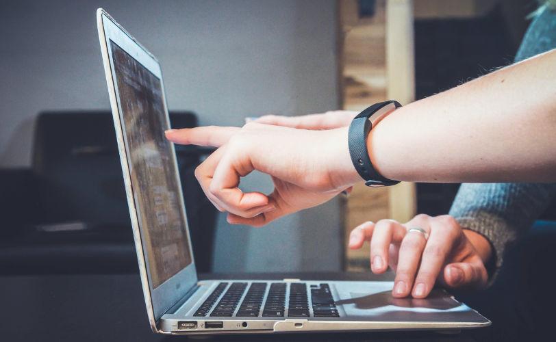 jak wyczyścić laptopa